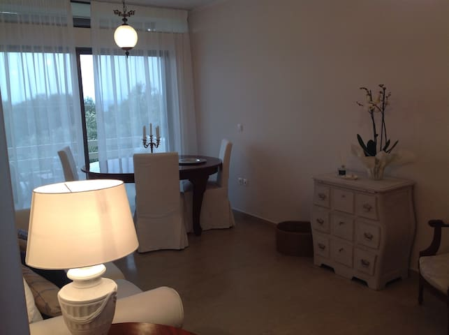 Sunny and white, sea view apartment 3rd floor - Rafina - Apartment