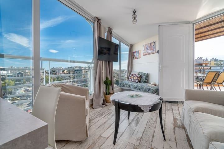 Modern Sea and City Apt with an amazing view!