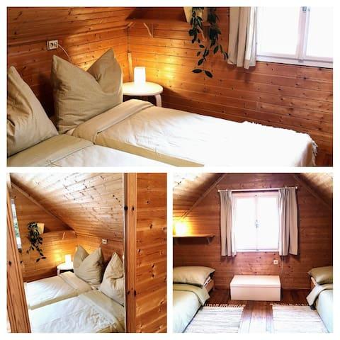 OG 2. Schlafzimmer mit 2 einzelne Doppelbetten o der 1 Queen Size Bett