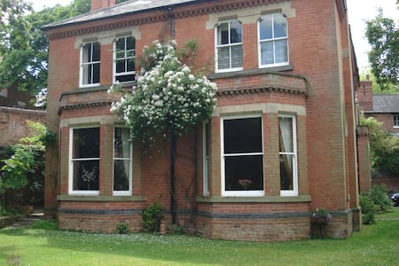A detached Victorian house in city - Nottingham - House - 2