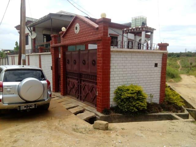 Bel Appartement meublé 4 pièces Douala Cameroun