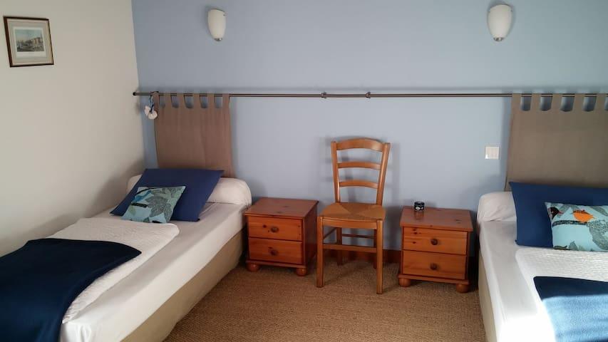 Chambre Bleue twin aux couleurs de la baie