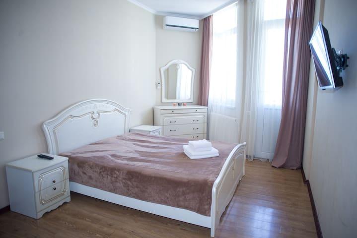 Апартаменты-студия с видом на море 8:)