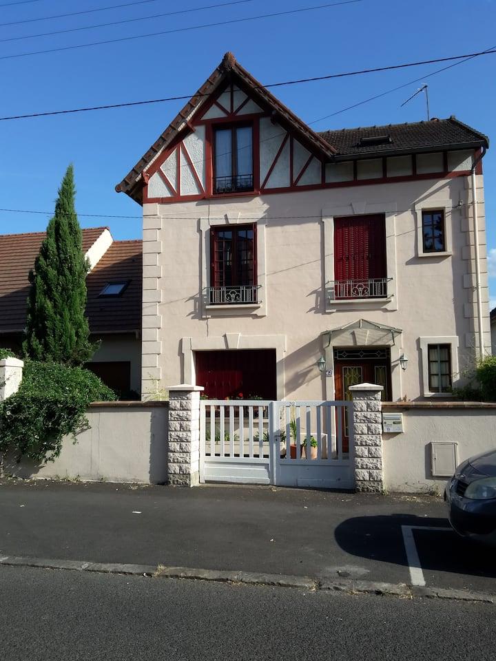 Chambre privée à 25 minutes Paris