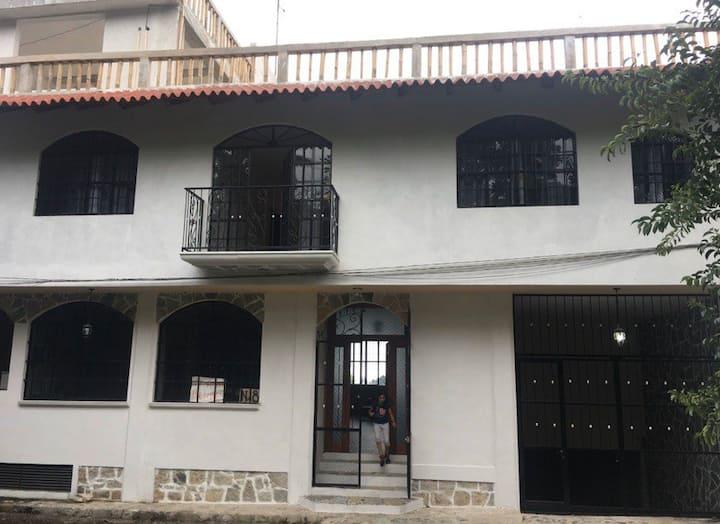 Hostal en Cuetzalan tutunaku habitación grande