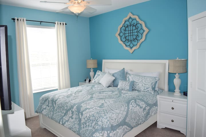 """Master Bedroom With King Size Bed & 32"""" TV"""