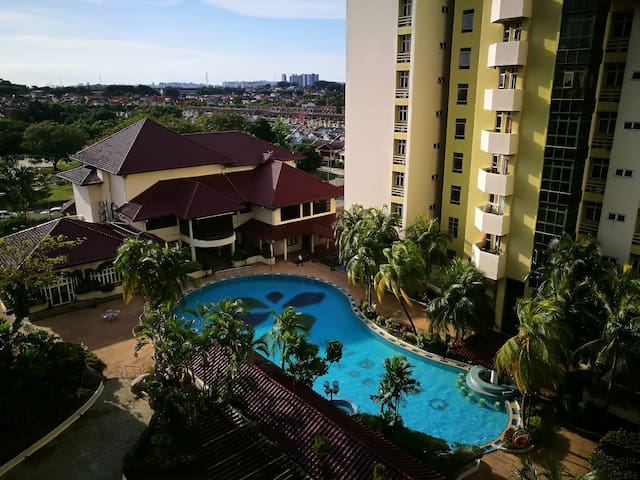 Subang Indera USJ 6|2200 sqft|10 mins walk to LRT!