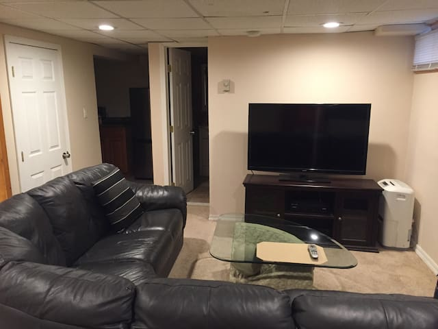 Private 1BR Apt w/ Keypad Entry & Separate Entry!!
