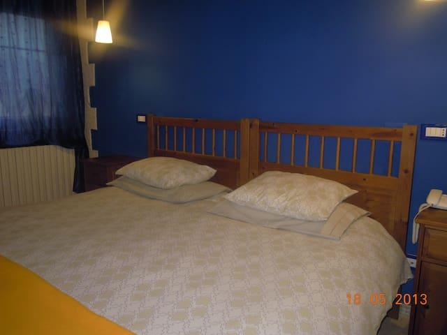 camera  cucina e comodità - Argenta - Bed & Breakfast