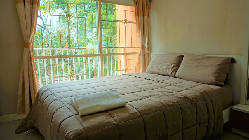 CHEAP and quiet studio for 3 persons near BTS