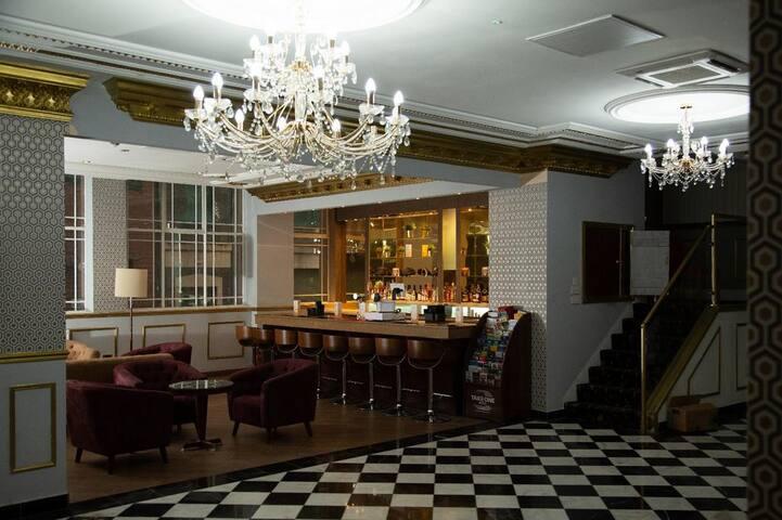 Spacious Hotel room very close to City Centre