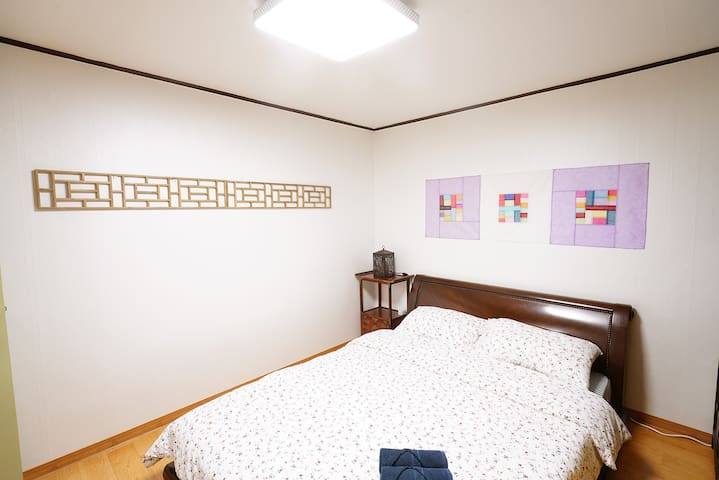 Room #1: Traditional Korean-style Room with Queen-size bed