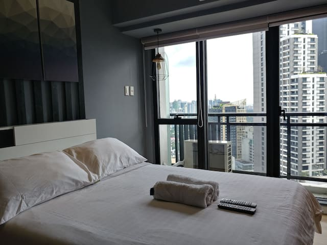 Luxurious Suite at  Makati CBD, Century City.