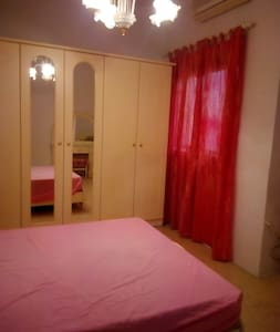 11: large private bedroom 15 minswalk to MATER DEI - San Gwann