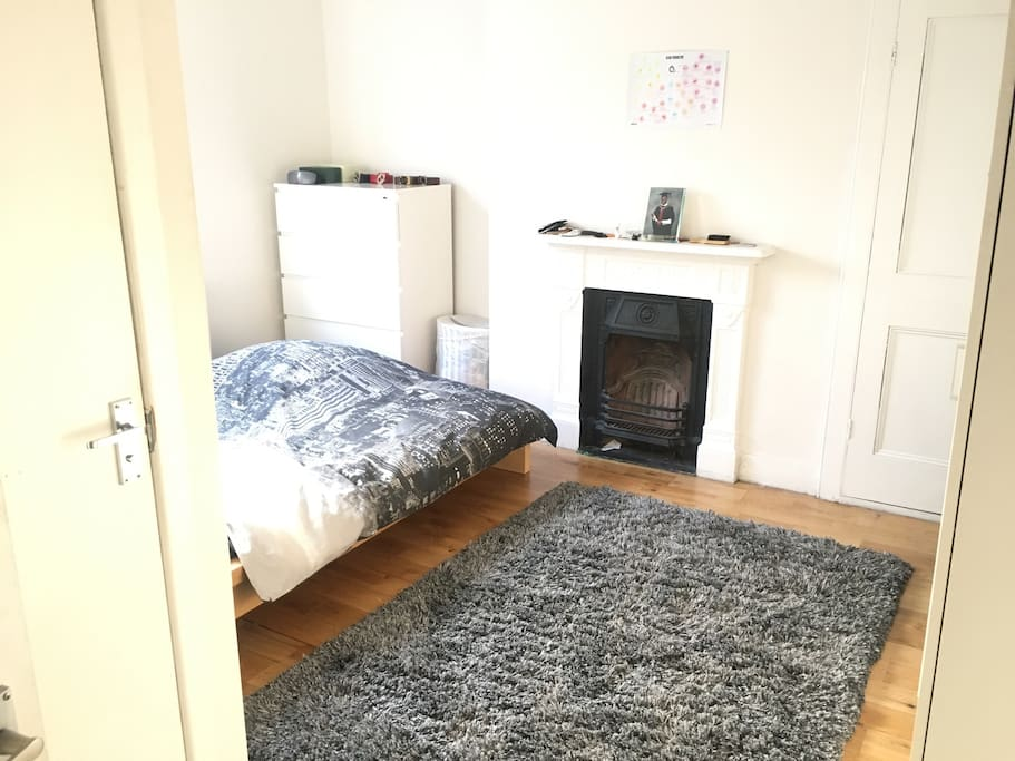 Bedroom, double bed, en suite bathroom