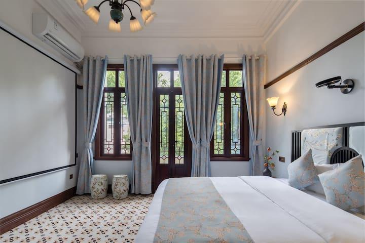 晨鸟。 高清巨幕~超舒适1.8大床;可投屏,高清投影仪,享受私家影院般。