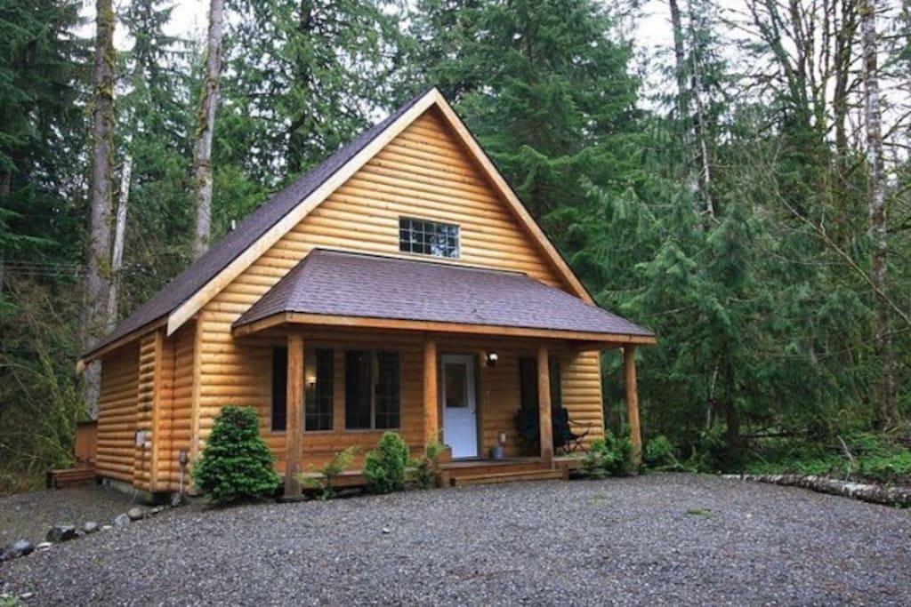 Mt baker log cabin hot tub roku wifi sleeps 8 cabins for Mount baker cabins