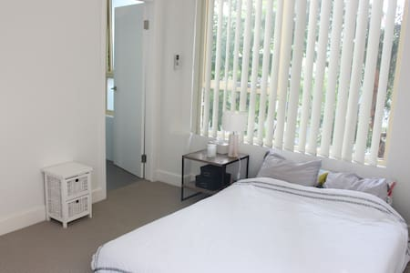 Ensuite A/C Bedroom in the Heart of Surry Hills - Surry Hills - Wohnung