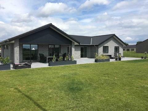 Mooie nieuwe villa, alles voor de grote familie.