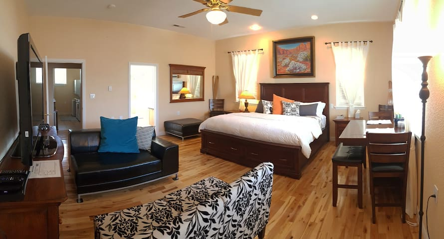 *GORGEOUS 5-STAR PRIVATE SUITE NEAR ZION!