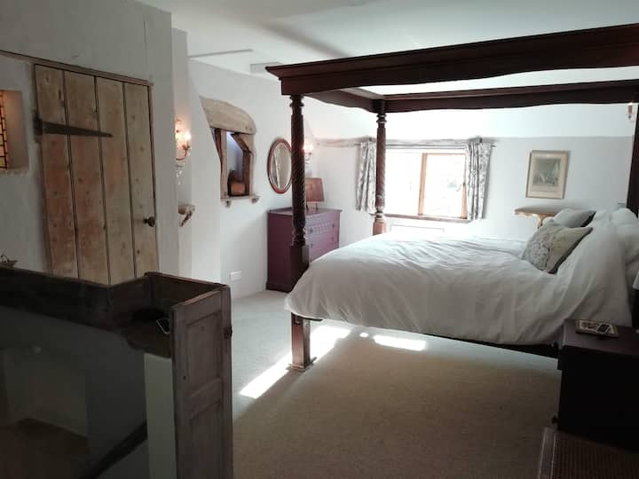 A Tudor cottage in the heart of Tewkesbury