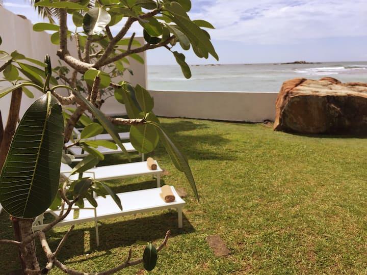 Sea View Beach Villa on Unawatuna