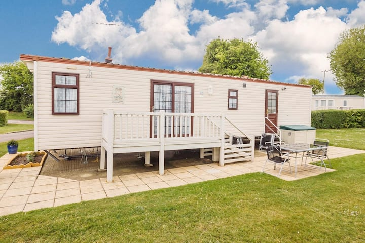 Great 6 berth caravan for hire at Cherry Tree Holiday Park in Norfolk ref 70801C