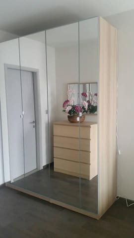 1BR near BTS, Platinum*free pick up C