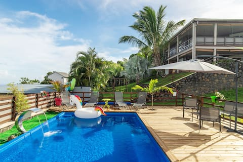 T2  avec  jacuzzi privé  piscine superbe vue mer