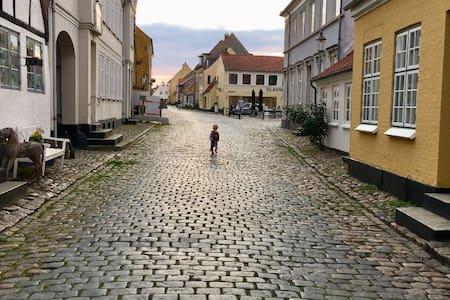 Byhus midt i Ærøskøbing