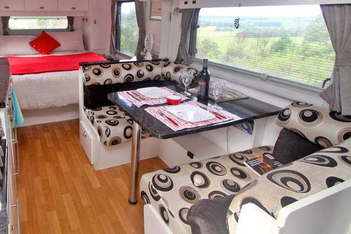 Deluxe Caravan with enclosed annex - Tintenbar - Kamp Karavanı/Karavan