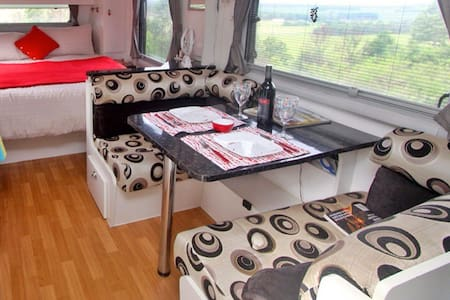 Deluxe Caravan with enclosed annex - Tintenbar