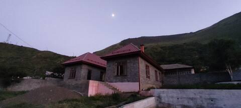 Комфортный высокогорный дом в селе