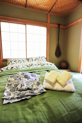 Modern villa with hot spring☆Free WiFi☆8guests - Atami-shi - House
