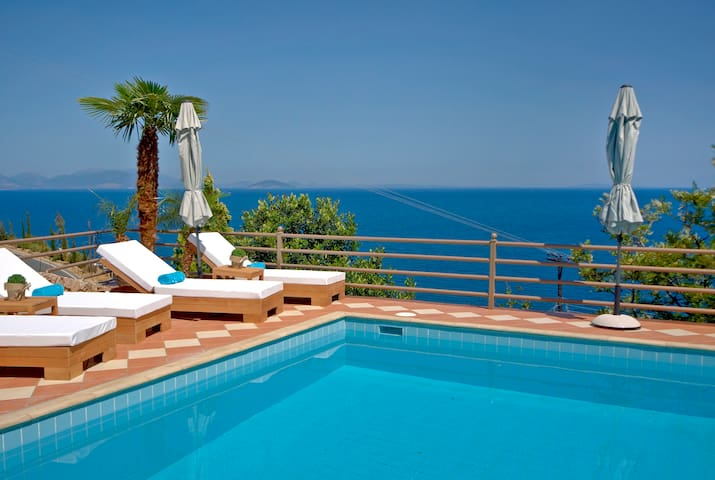 """BlueHorizonSuites"" Moonstone Junior Seaview Suite - Paralio Astros  - Boutique hotel"