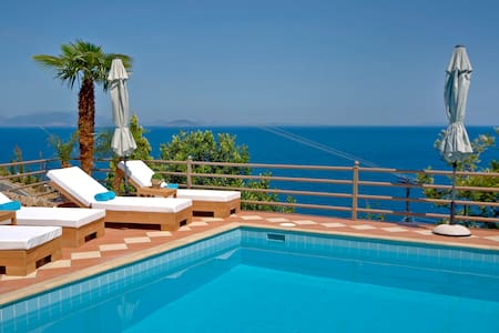 """BlueHorizonSuites"" Moonstone Junior Seaview Suite - Paralio Astros  - Boutique-hotel"