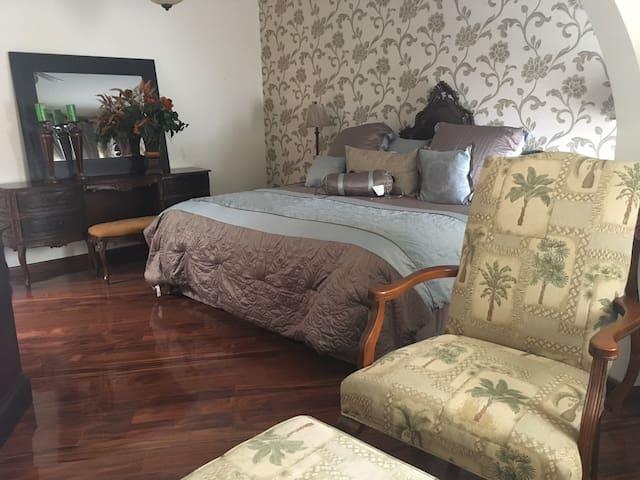 Casa acogedora, cómoda y cálida. Cerca del Centro