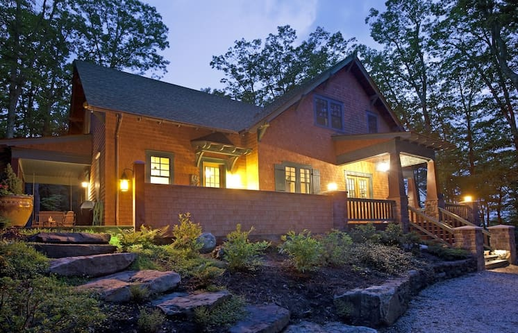 Whimsical Wooded Retreat in Warm Springs VA