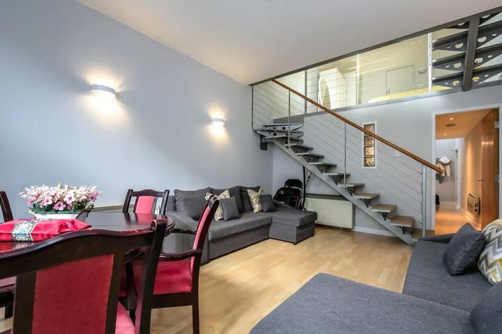 City Lofts - Luxury Mezzanine Top Floor Apartment