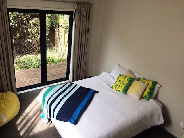 Large Bedroom, Private Bathroom, Private Access - Tauranga - Casa