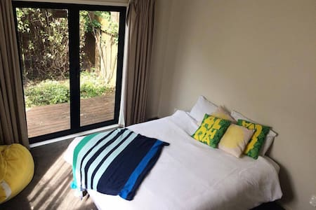 Large Bedroom, Private Bathroom, Private Access - Tauranga - Haus