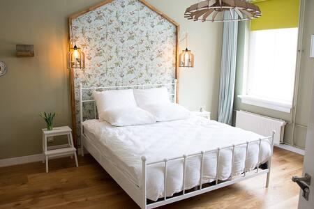 Sfeervolle kamer in monumentaal pand hartje stad. - Doesburg - Bed & Breakfast