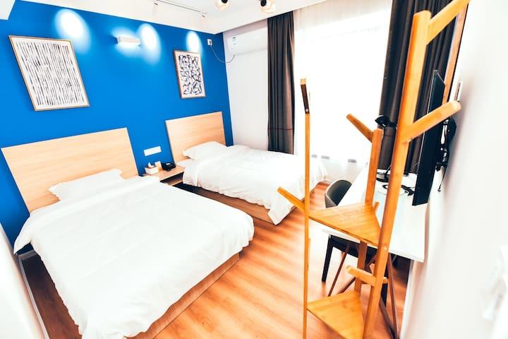 南昌西站LIPPO公社公寓酒店高级双床房