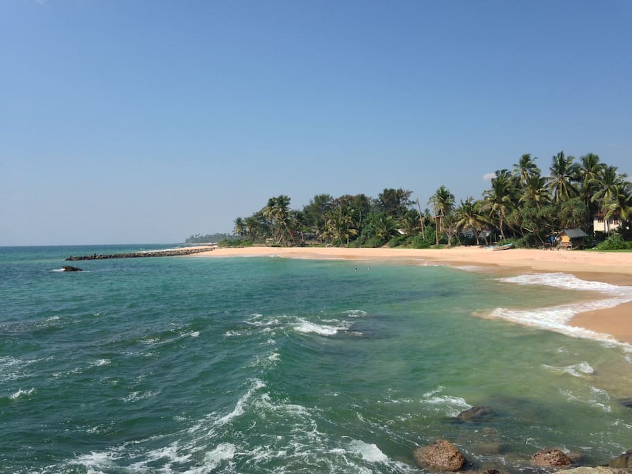 The beach is a few metres from the front gate of Samudrawasa