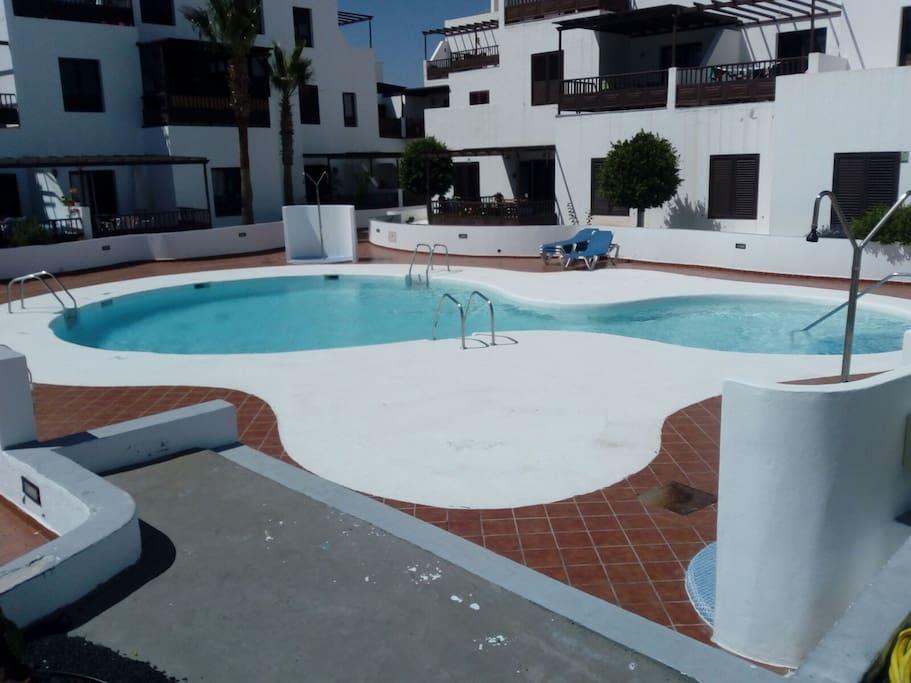 piscina pequeña, al lado de casa