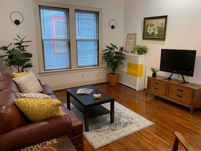 Charming 1 bedroom apartment in Elmwood Village!