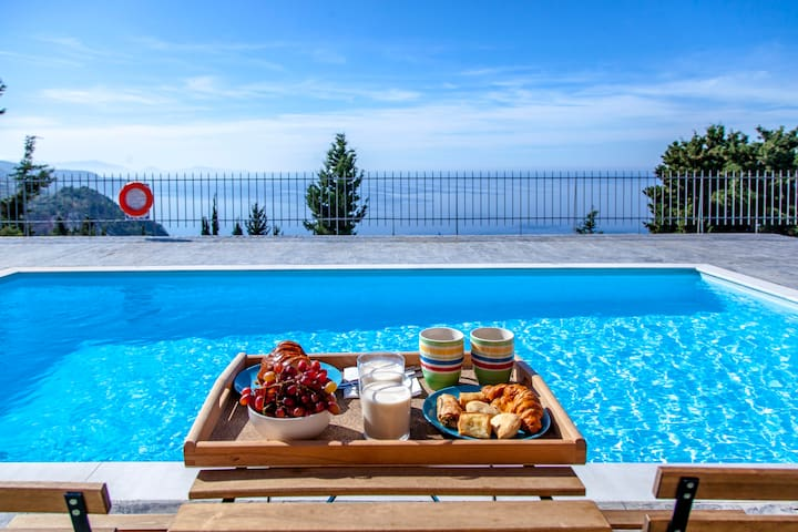 May Offers..Ble On Blue Apartment with View & Pool