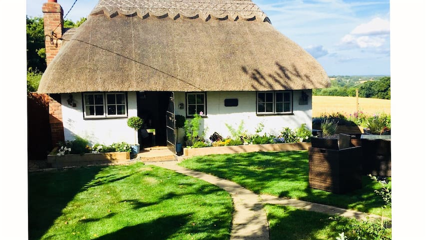 Detached Thatched Country Cottage in Kent