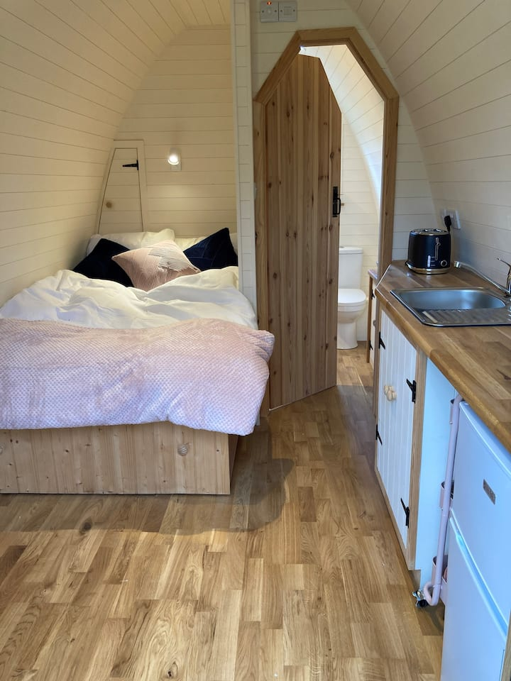 Y Pod @ Bryntalch - Private glamping pod & hot tub