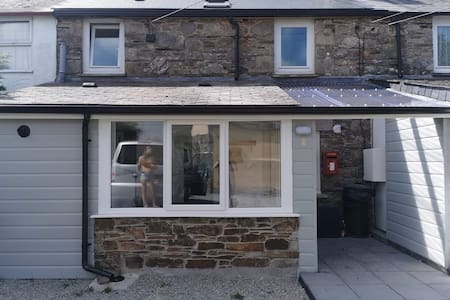 TreeHill Cottage, Cosy, Couples Retreat